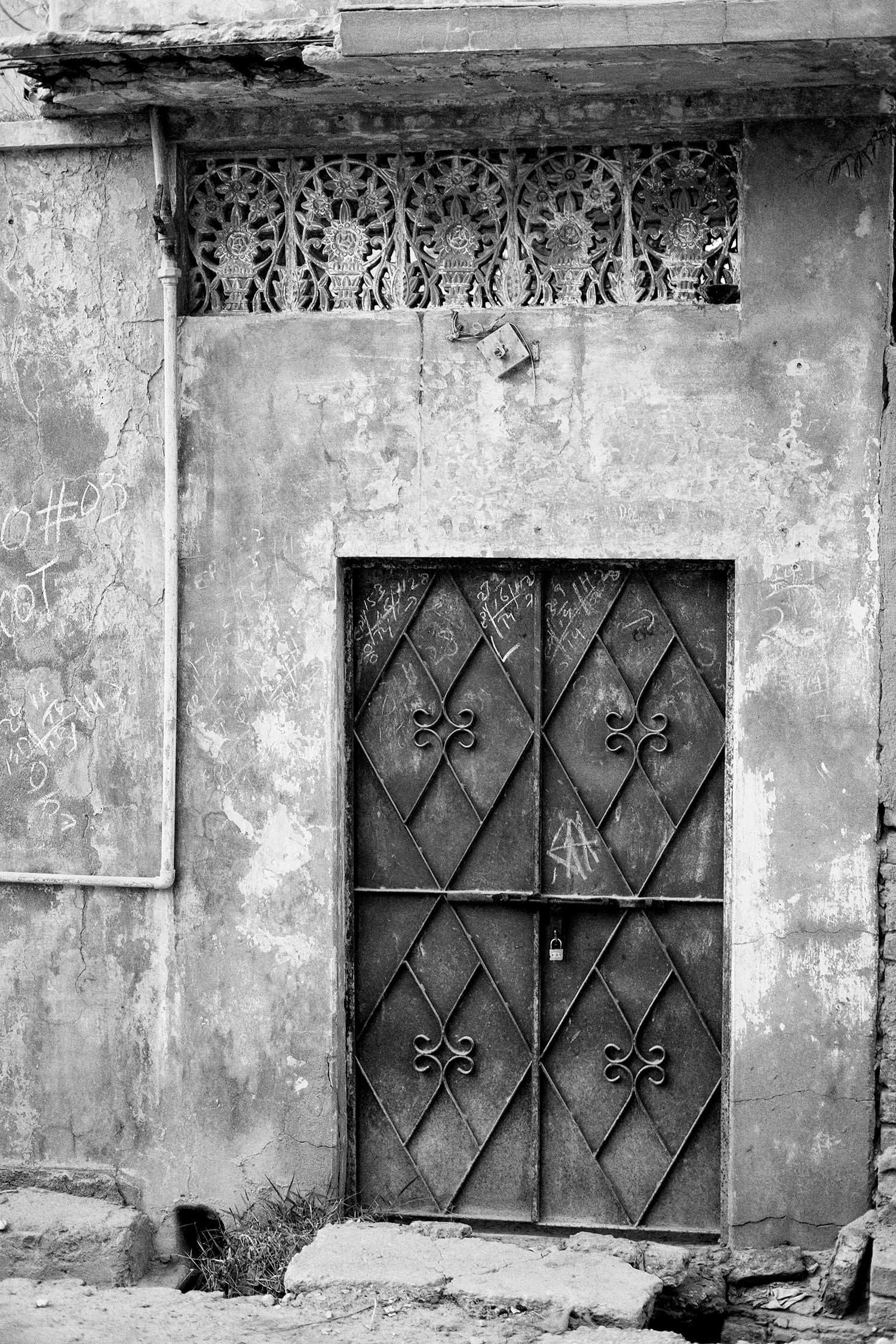 Interesting design elements in the doorway.