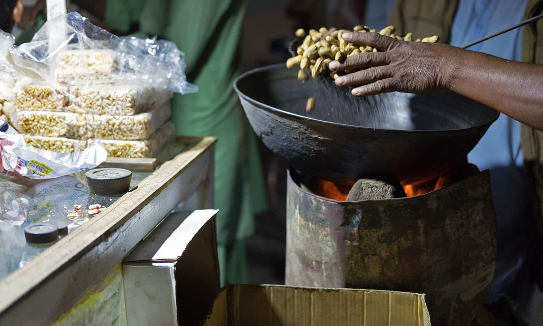 Freshly roasted peanuts in downtown Umerkot.