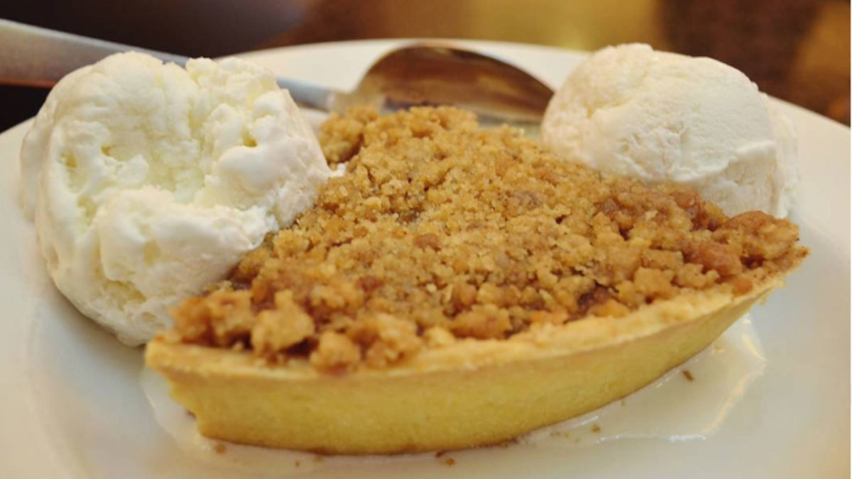 Espresso's Apple Crumble is heaven on earth. Photo: karachi.foodies/ Instagram