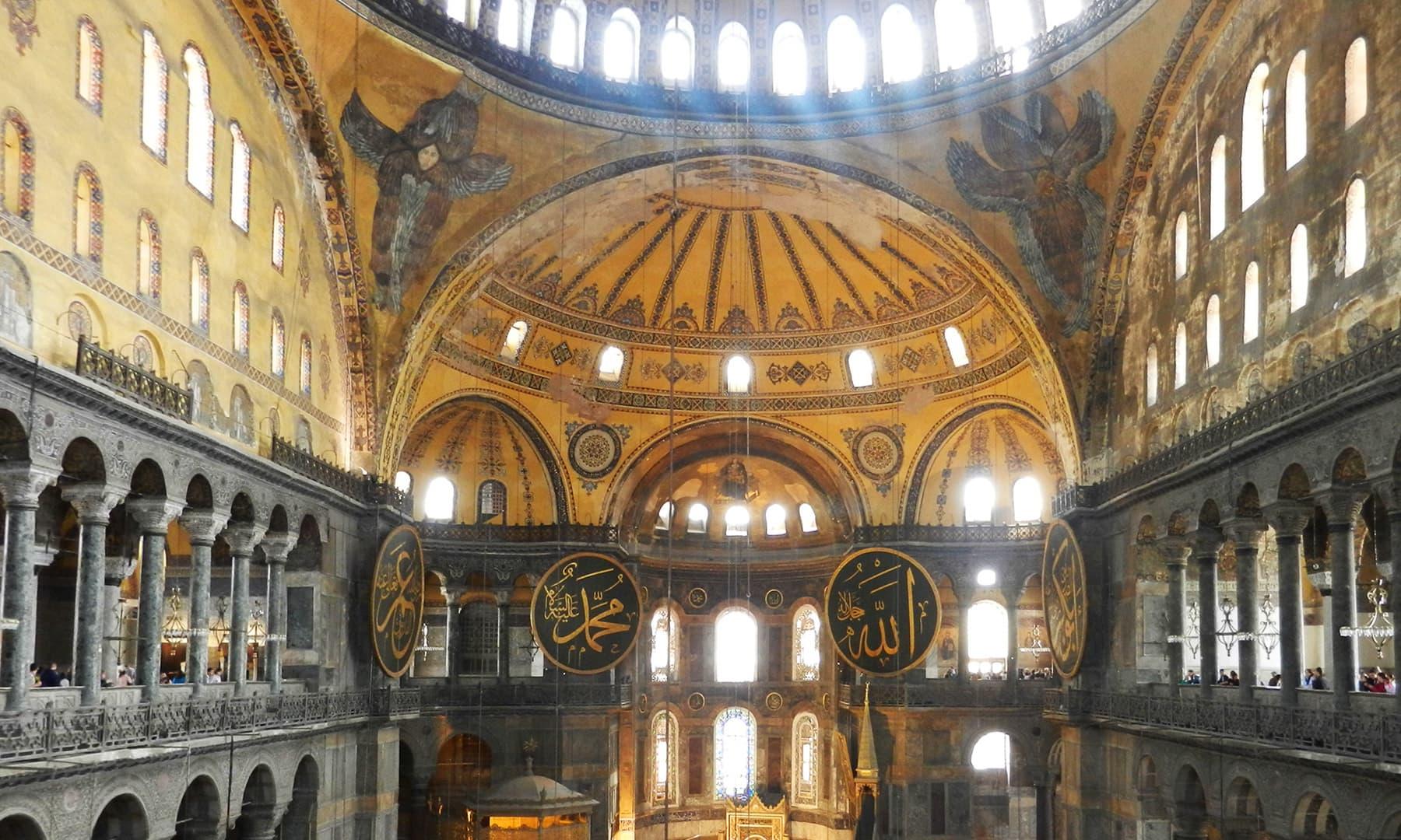 آیا صوفیہ، جسے اب عجائب گھر میں تبدیل کر دیا گیا ہے۔