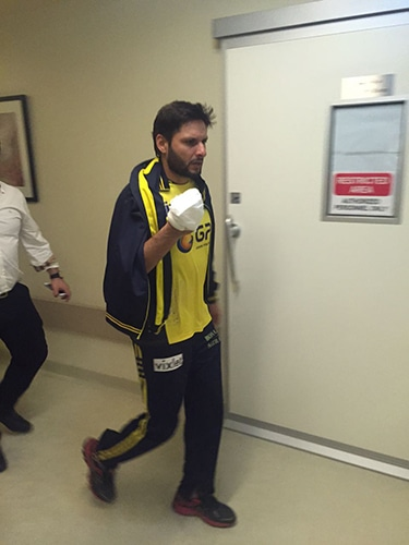 Shahid Afridi injured his hand fielding for the Zalmi. ─ DawnNews