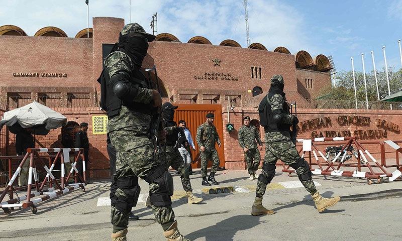 قذافی اسٹیڈیم اور ملحقہ علاقوں میں پاک فوج کے اہلکار تعینات ہوں گے—فوٹو: اے ایف پی