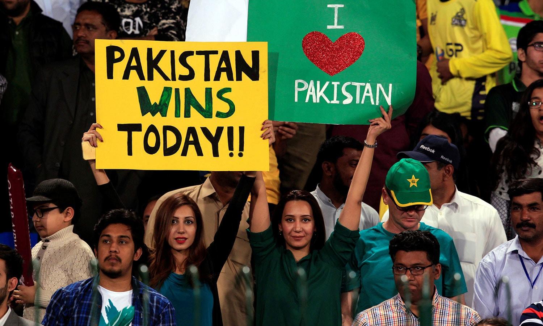 پاکستانی تماشائیوں نے قذافی اسٹیڈیم میں بھرپور جوش و خروش کا مظاہرہ کیا—فوٹو: رائٹرز