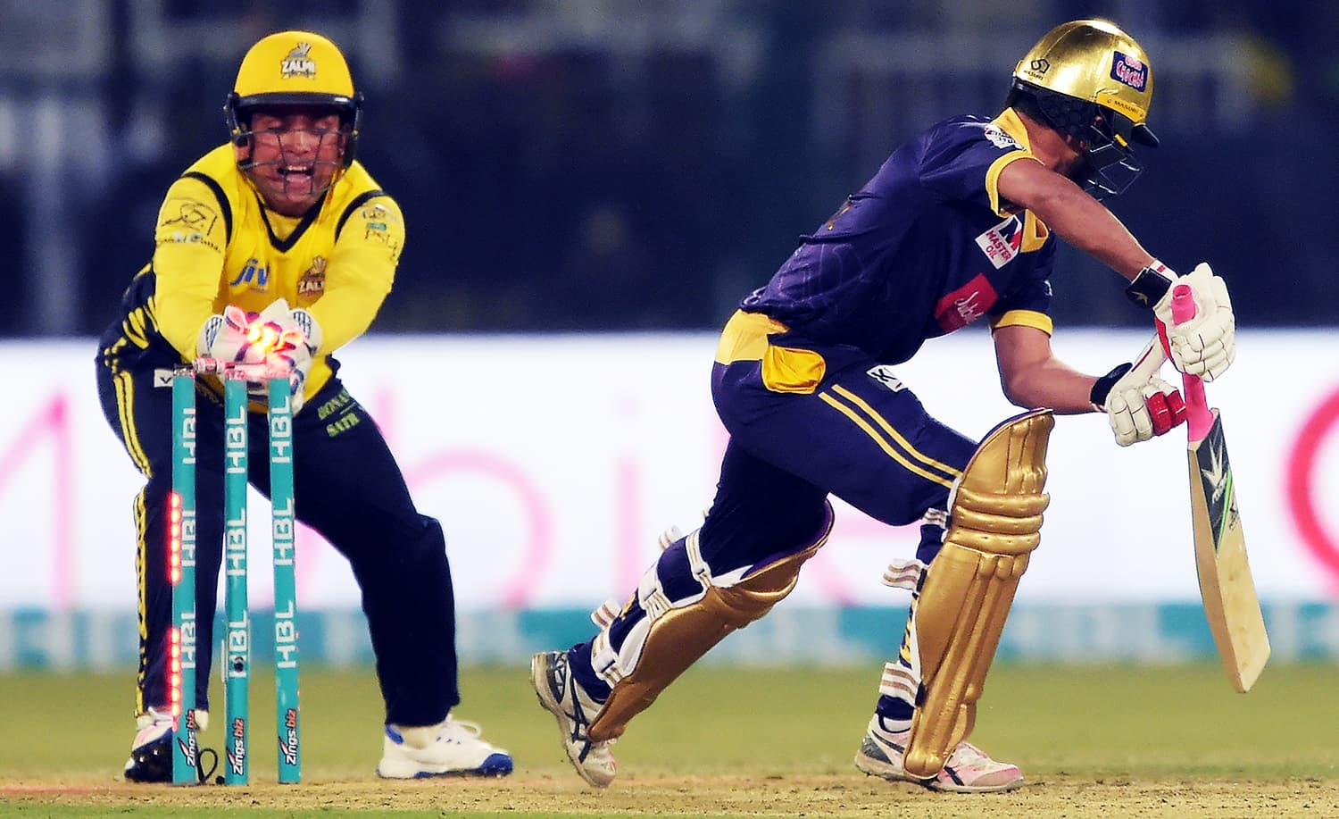 Zalmi wicketkeeper Kamran Akmal (L) makes a successful stump out of Quetta Gladiators batsman Muhammad Nawaz (R) during the final. ─ AFP