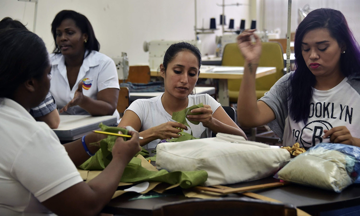 "Inmates work in the making of clothes at the ""Cecilia Orillac de Chiari"" Women's Rehabilitation Centre in Panama City.─AFP"