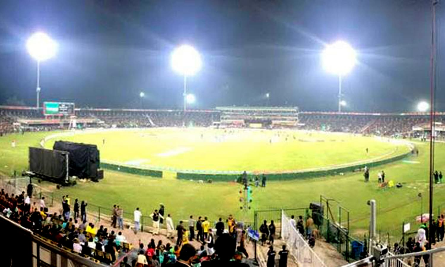 Cricket returns: The 2017 PSL final at Gaddafi Stadium. (Pic: GeoTV)