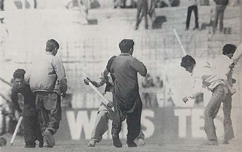 1983: Students stop a Test against India at the National Stadium. (Pic: The Cricketer Pakistan)