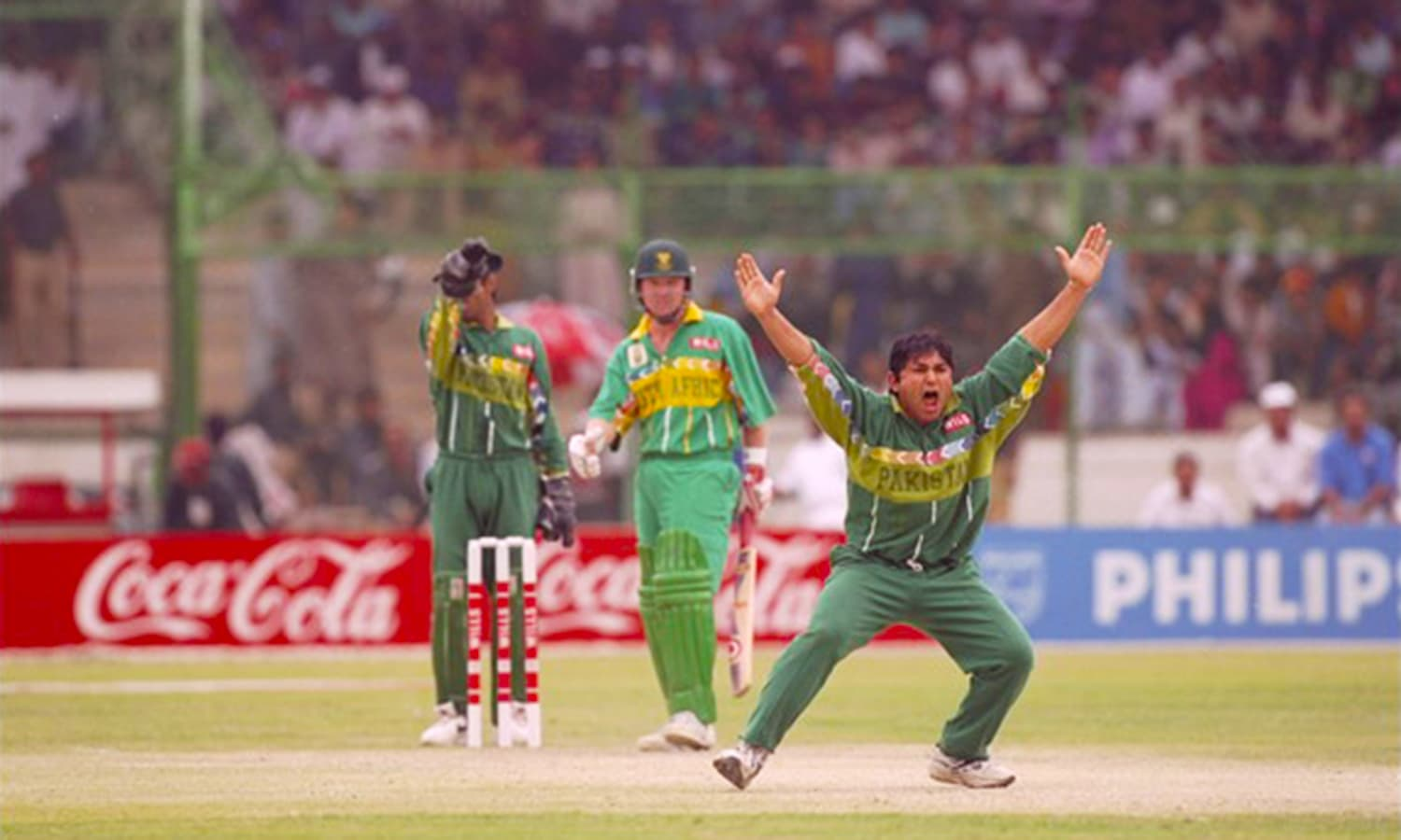 Pakistan in action against South Africa at the National Stadium during the 1996 Cricket World Cup. (Pic: Zimbio)