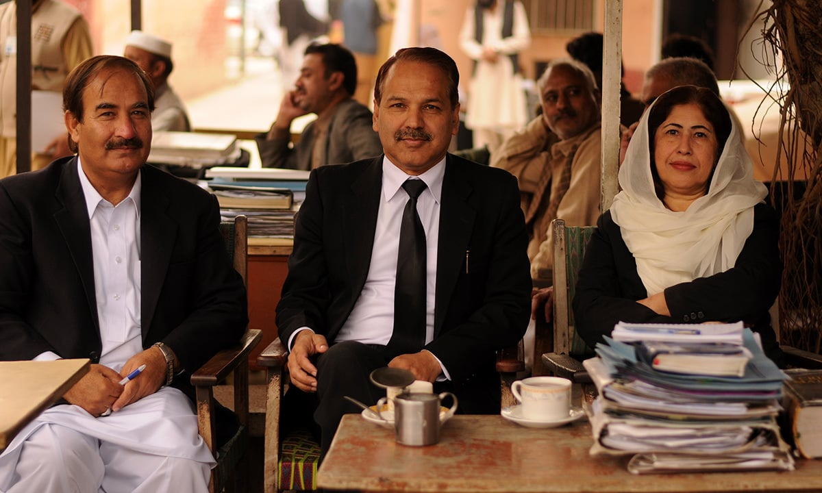 Lawyers Khursheed Azhar (centre) and Gul Naz Rasheed in Haripur | Sadia Khatri