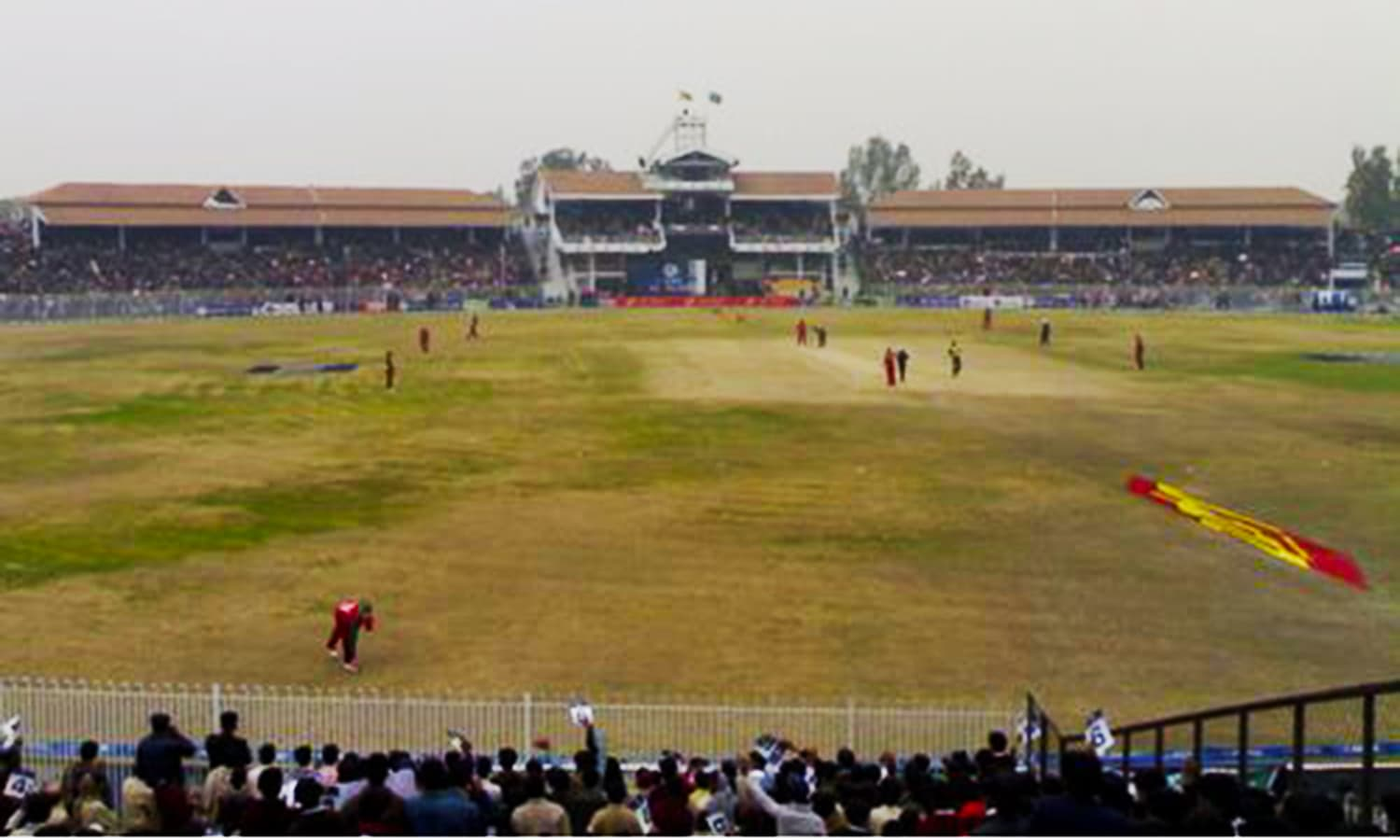 1998: A Pakistan-Zimbabwe ODI at Sheikhupura Stadium. (Pic: GeoViews)