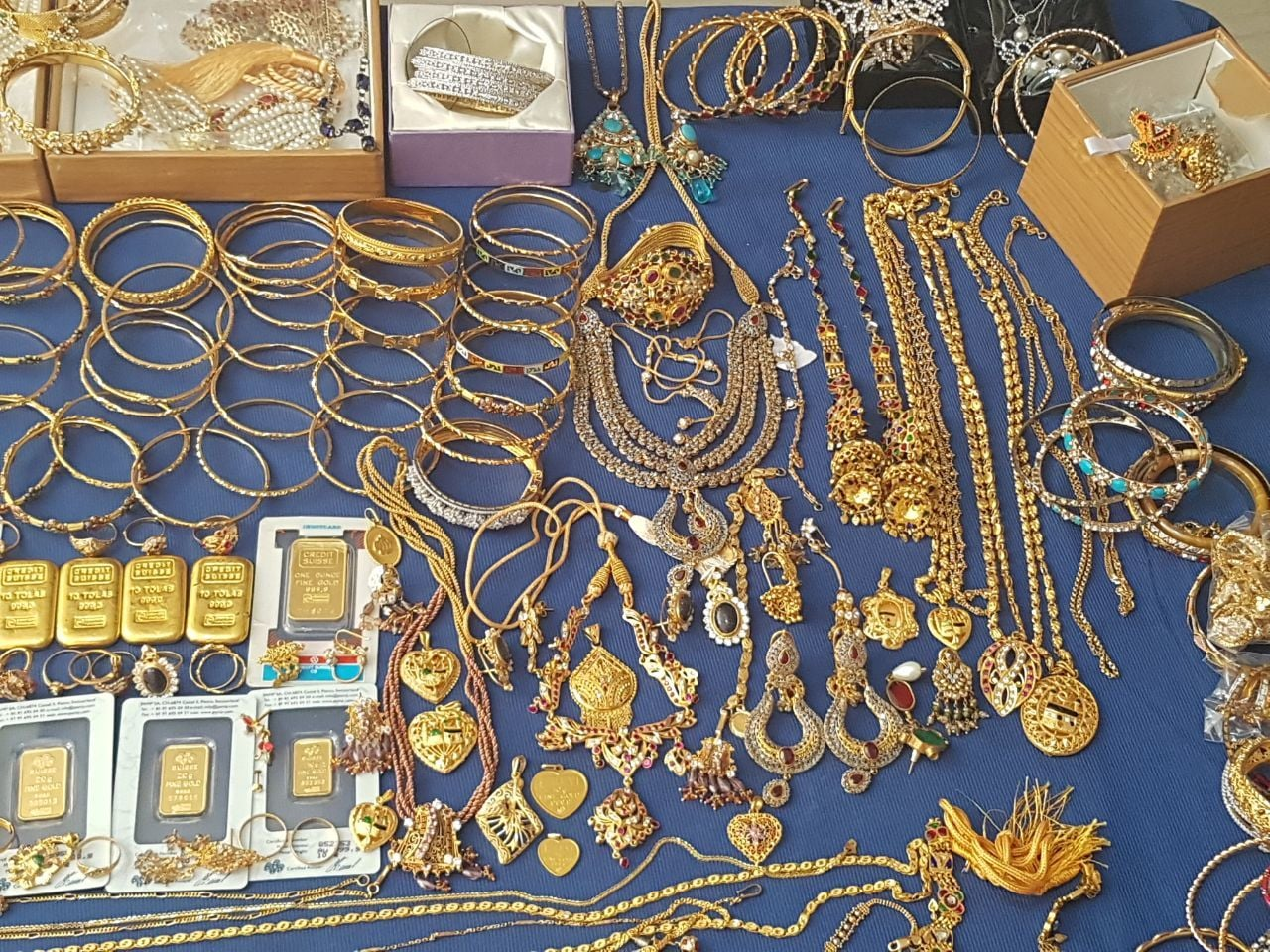Gold recovered by NAB. -DawnNews