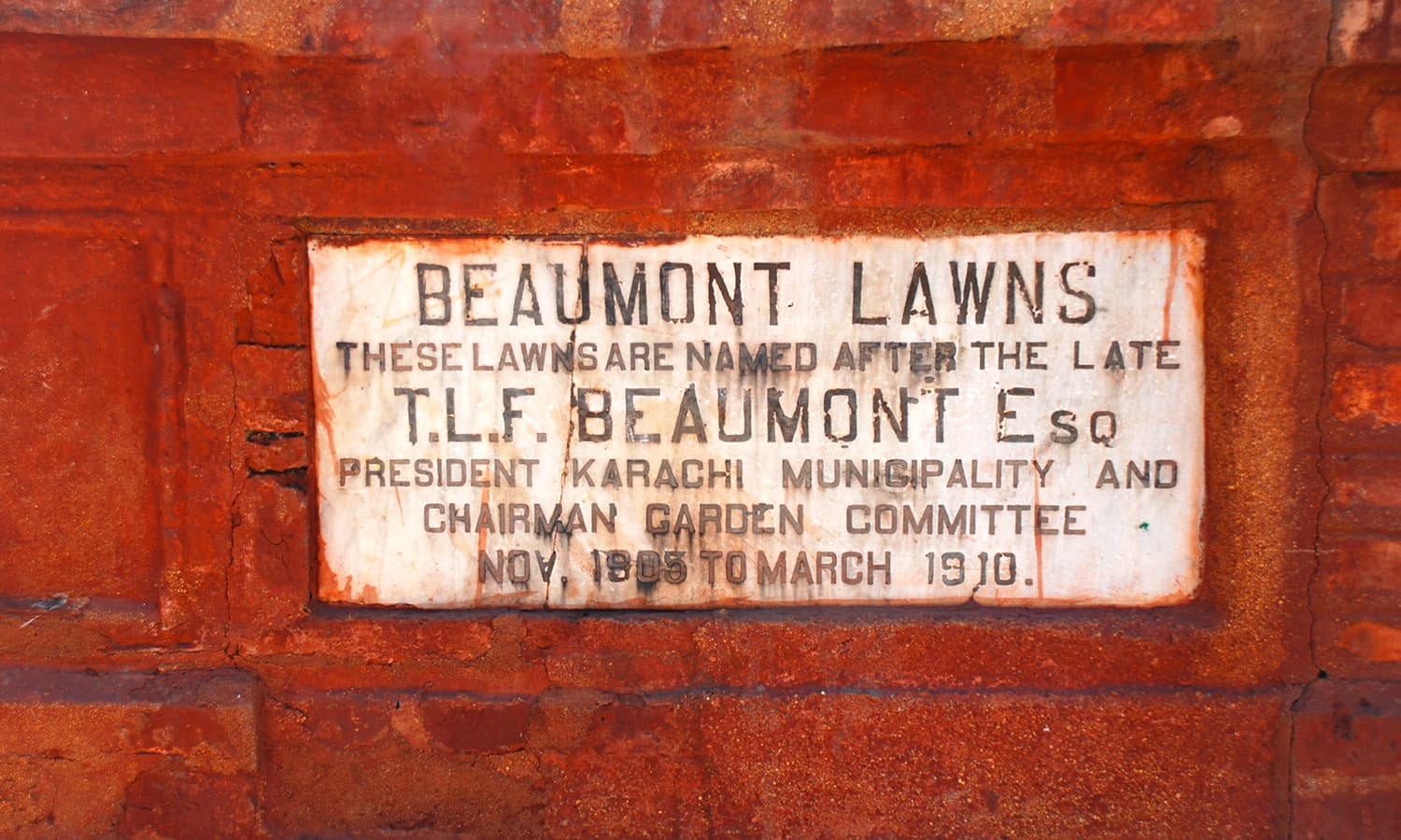 The lawns were named after the President of Karachi Municipality, T.L.F. Beaumont.