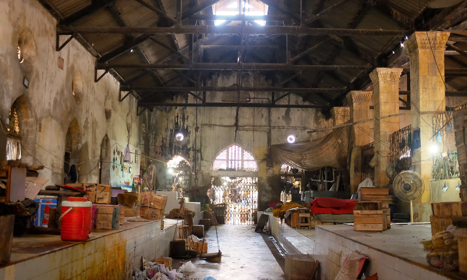 A view of one of the main halls inside the market.