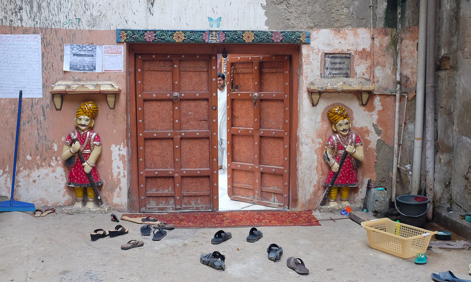 The entrance to the mandir.