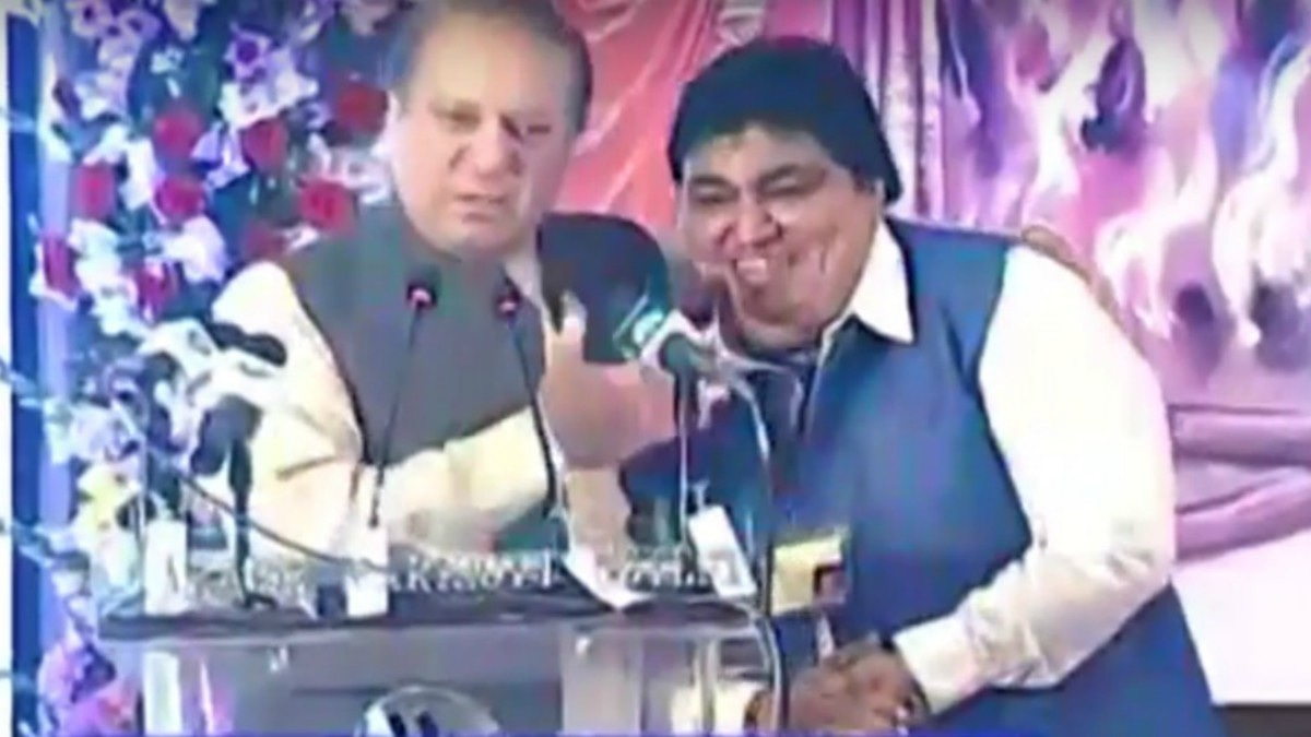 PM Nawaz and PML(N) leader Khialdas Kohistani at the Holi address today — Screengrab