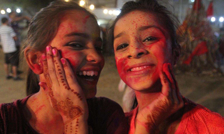 لوگوں کے مطابق یہ تہوار محبت کے فروغ اور نئے دوست بنانے کا بہترین موقع فراہم کرتا ہے — فوٹو/ اے پی پی