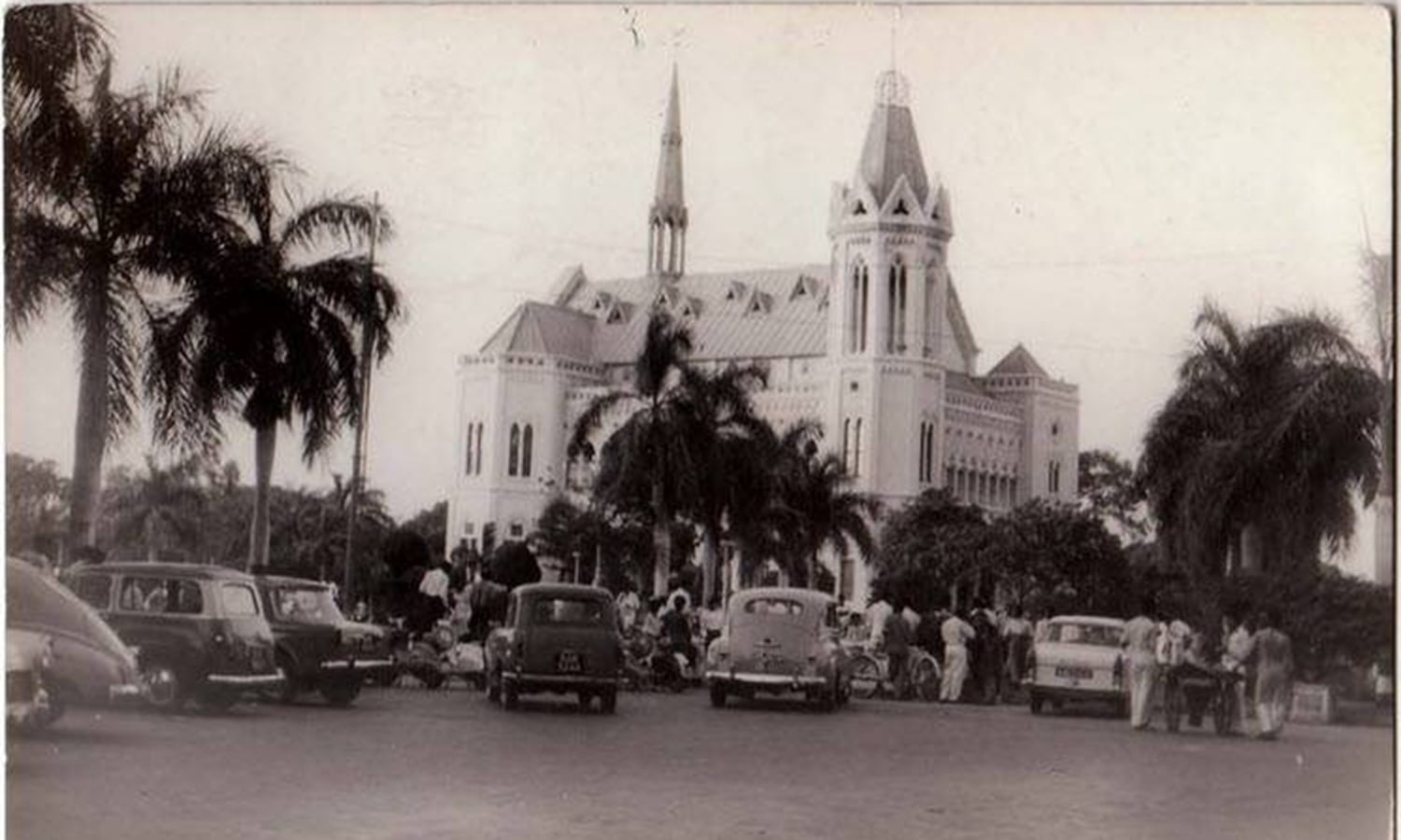 Frere Hall & Garden in the 1960s. Fines were imposed in some areas on littering. (Photo: FM Ansari)