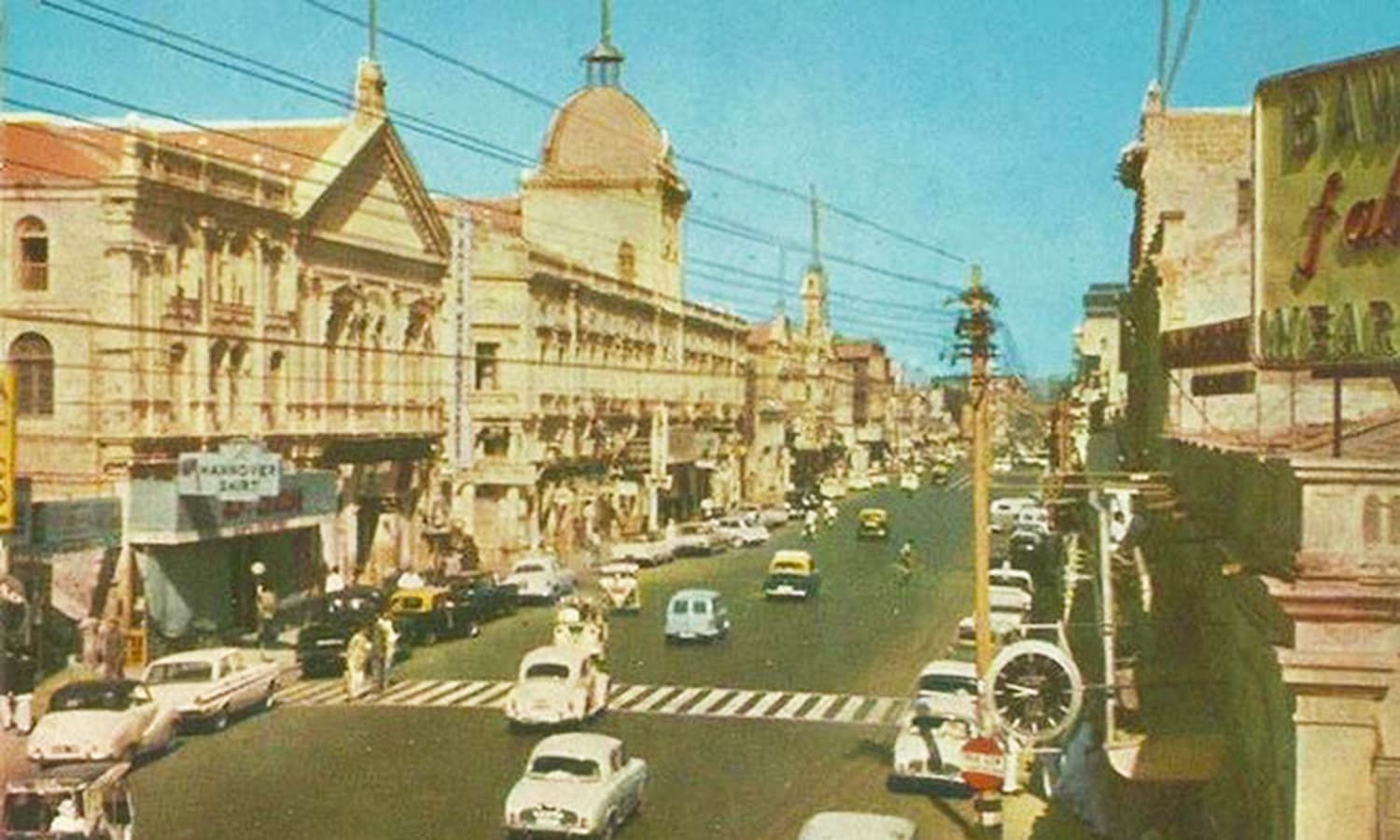 Victoria Road in 1965. It was famous for trendy shops, restaurants, nightclubs and bars. (Photo: National Geographic)