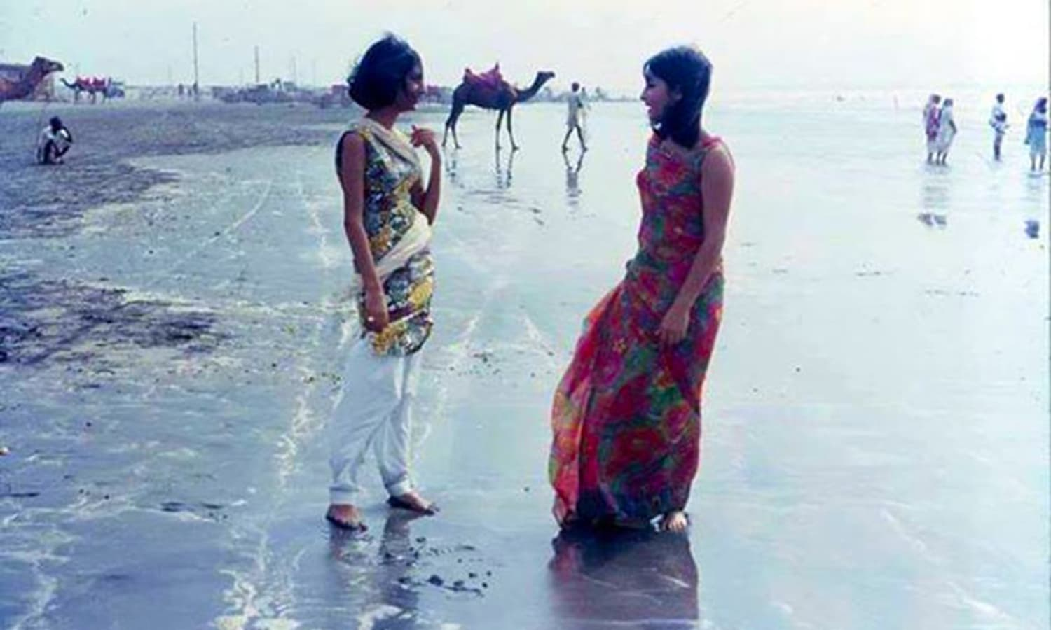 Karachi's Clifton Beach in 1970s. In the years to come it will become one of the most polluted. (Photo: Archive 150)