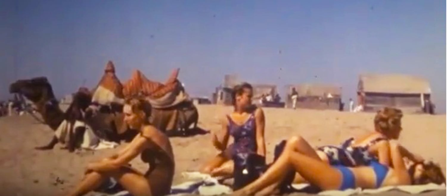 Tourists at a beach in Karachi in the 1960s. Karachi has many beaches, many of them were some of the most pristine in the region. They were regularly cleaned and littering there was prohibited. (Photo: Kinoliberary Archive)