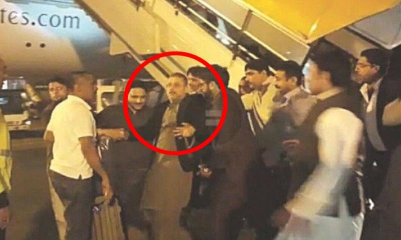 شرجیل میمن کو ایئرپورٹ پر حراست میں لیا گیا—فوٹو: ڈان نیوز