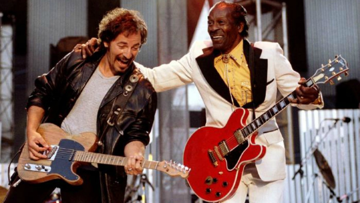 Bruce Springsteen and Chuck Berry perform 'Johnny B. Good' to open The Concert for the Rock & Roll Hall of Fame September 2, 1995 at Cleveland Stadium. REUTERS/Stringer/File Photo