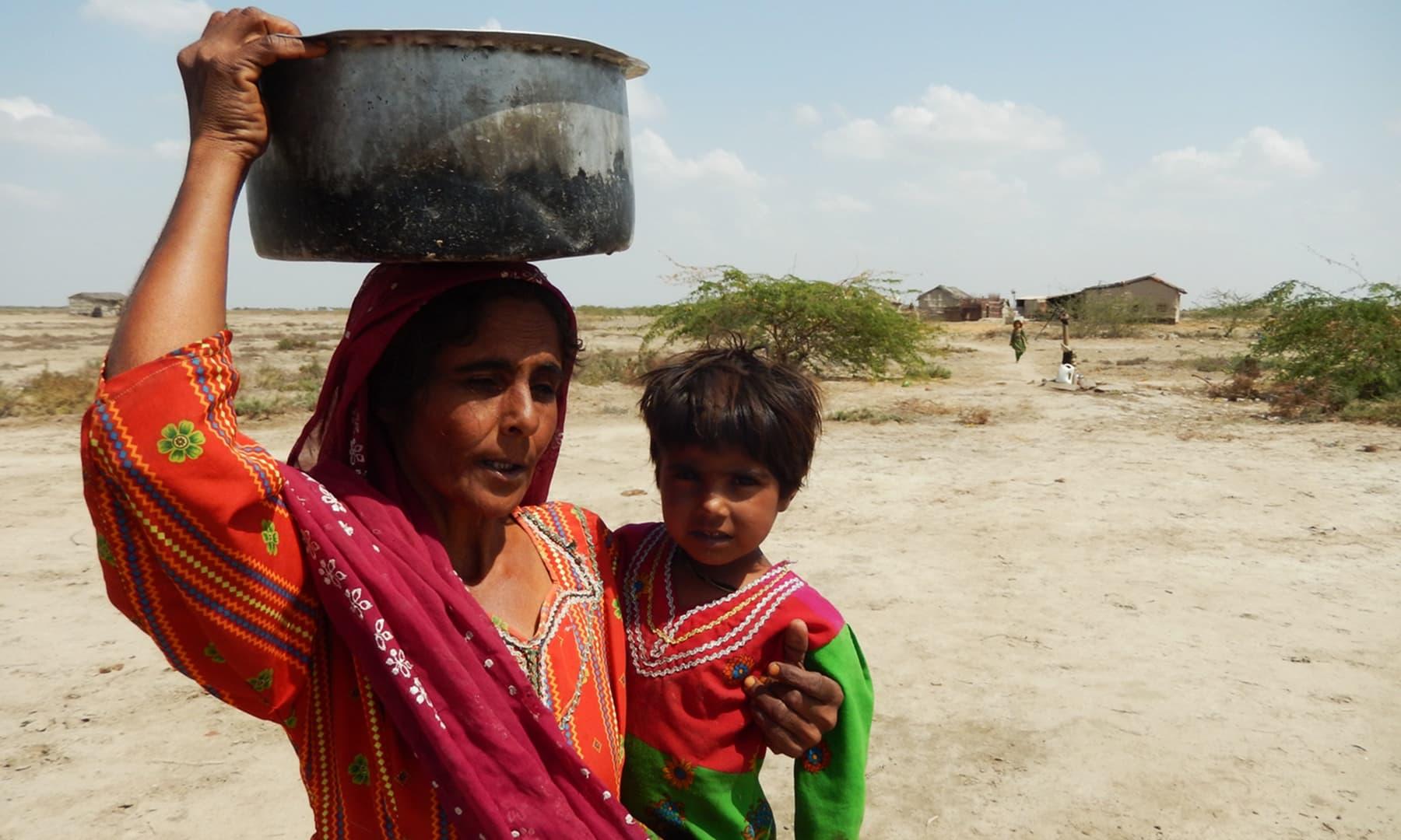 مائی قزبانو، جو اپنی اولاد کا غم بھول نہیں پائی ہے— تصویر ابوبکر شیخ