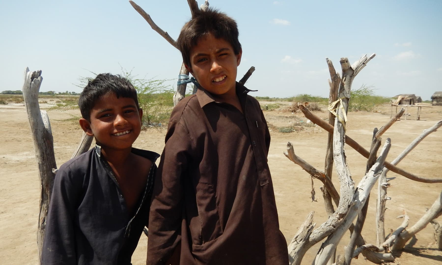 گاؤں کے بچے کو کوئی درسگاہ بھی میسر نہیں— تصویر ابوبکر شیخ