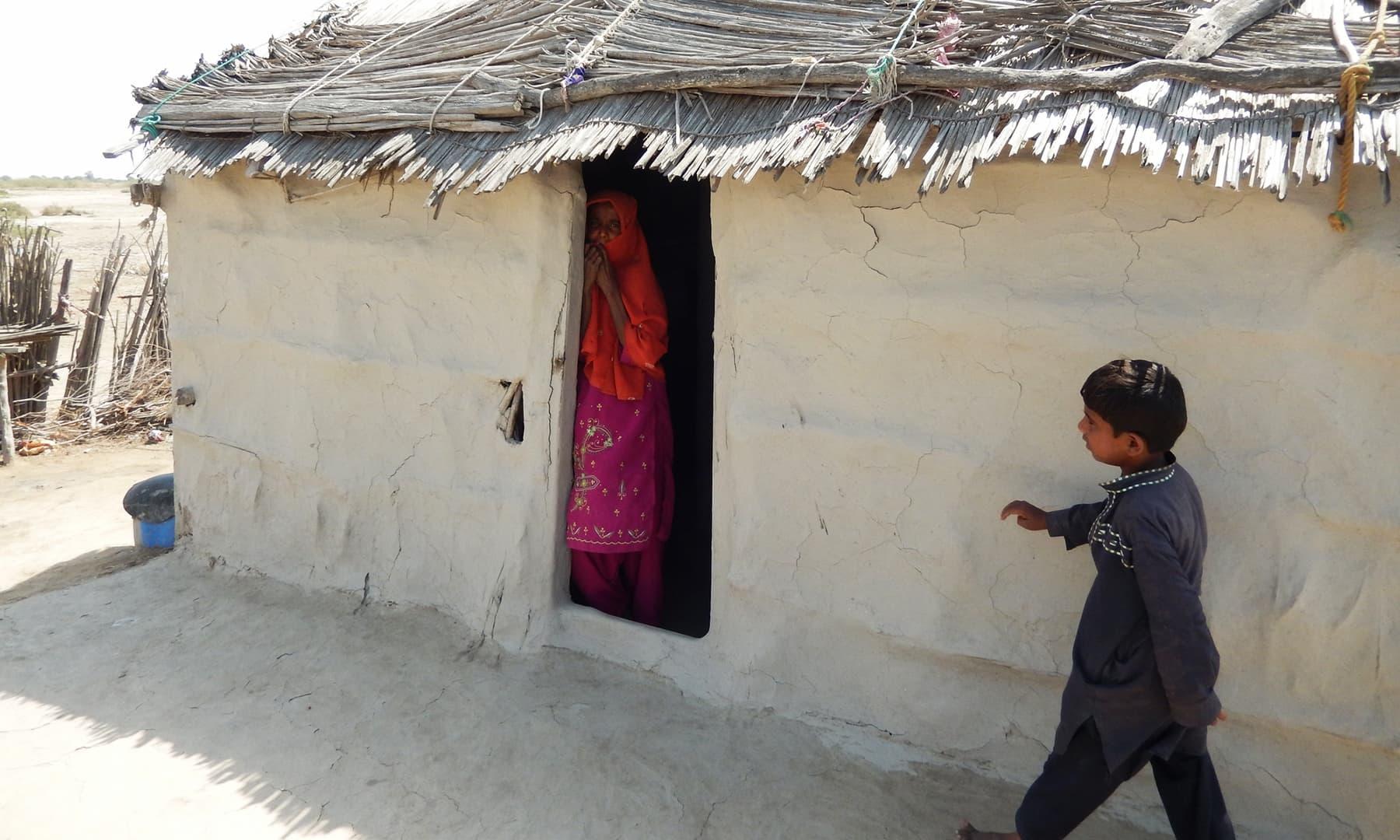 گاؤں کا ایک پرسکون آنگن — تصویر ابوبکر شیخ