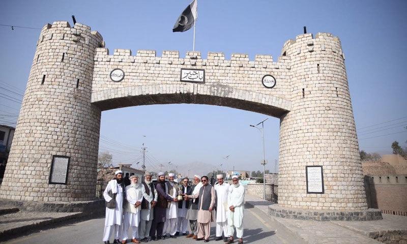 پی ایس ایل ٹرافی کے پی کے تاریخی مقامات کا دورہ کرچکی ہے—فوٹو:پشاورزلمی ٹویٹر