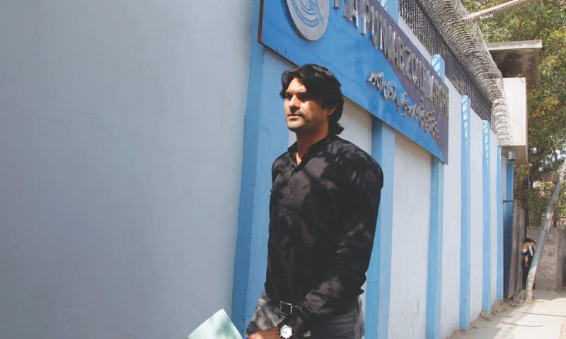PAKISTAN paceman Mohammad Irfan arrives at the FIA office to record his statement on Monday.—AP