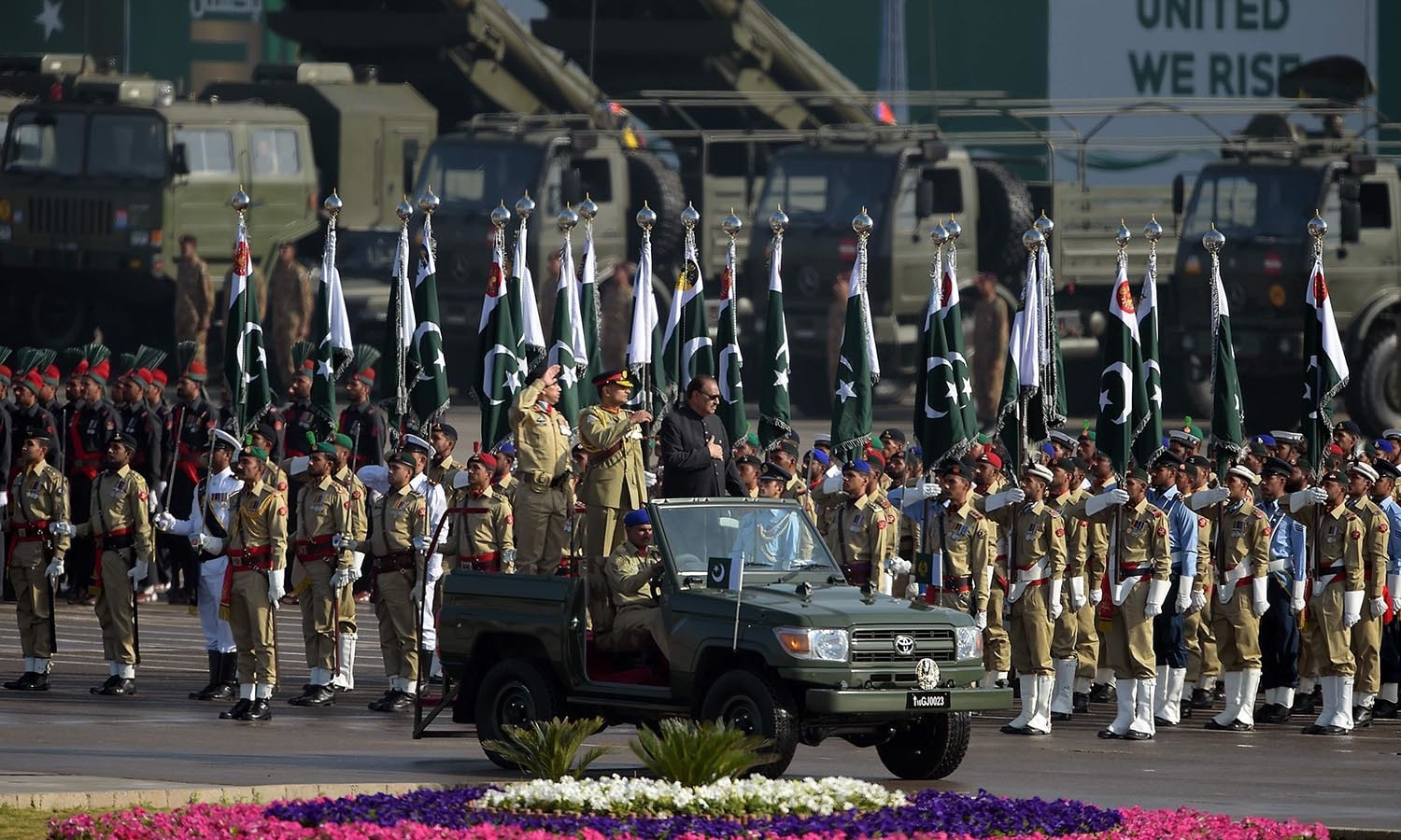 President Mamnoon Hussain inspects a guard of honour during a Pakistan Day military parade.─AFP