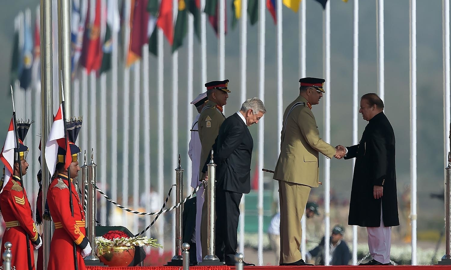 Pakistan's Prime Minister Nawaz Sharif (R) shakes hands with Chairman of The Joint Chiefs of Staff Committee General Zubair Mahmood Hayat.─AFP