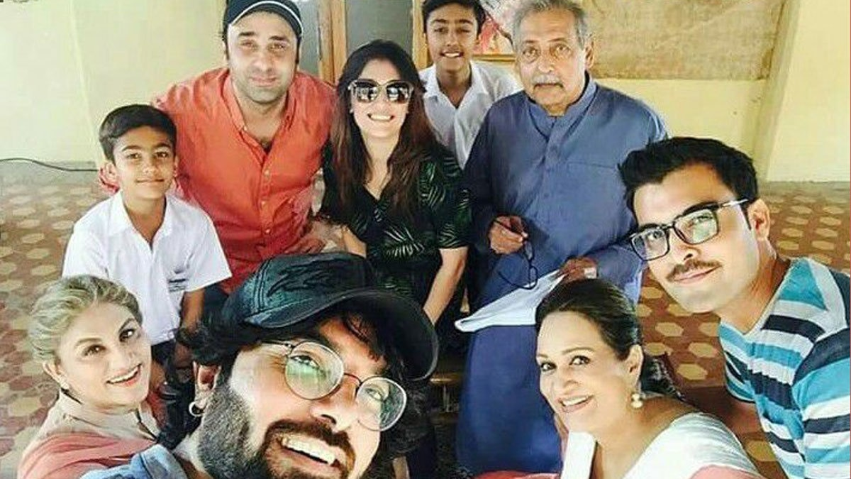 Yasir with the cast and crew of Shaadi