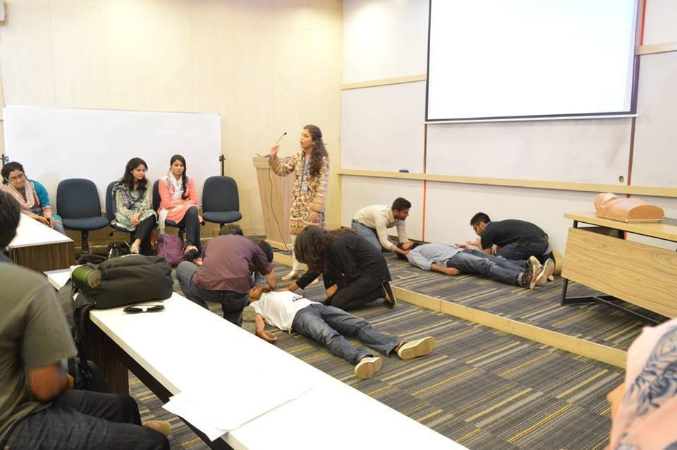 A first aid workshop in IBA, organised by the First Response Initiative of Pakistan, for students to learn basic trauma-intervention skills –– Photo: FRIP
