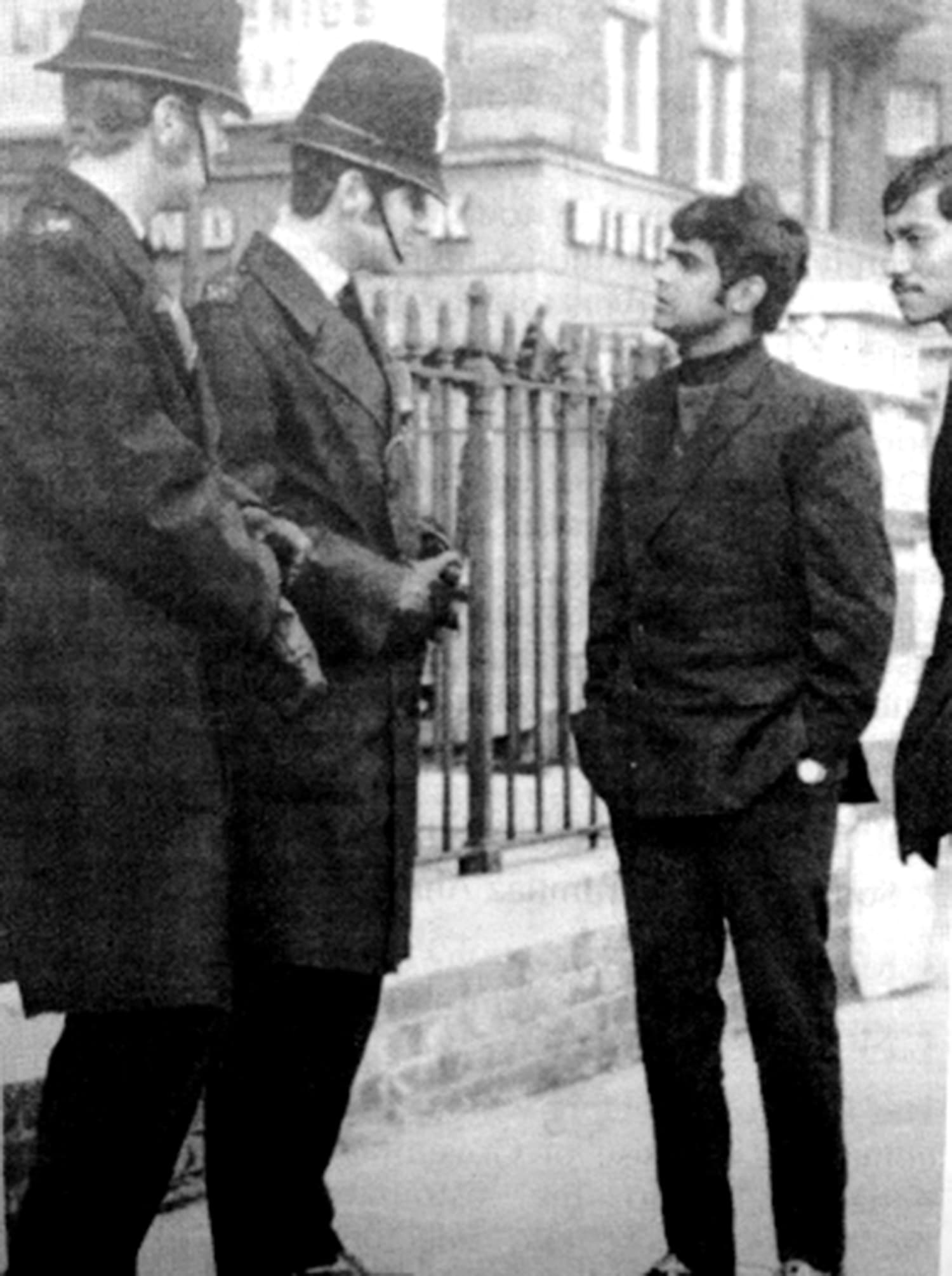 Aftab Gul (left) and Talat Ali talking to a couple of policemen in London during Pakistan's 1971 tour of England. Gul tried to make Pakistan cricket nationally relevant again by refusing to sign a bat which was to be auctioned to help flood victims in East Pakistan. -- Photo: The Cricketer Pakistan