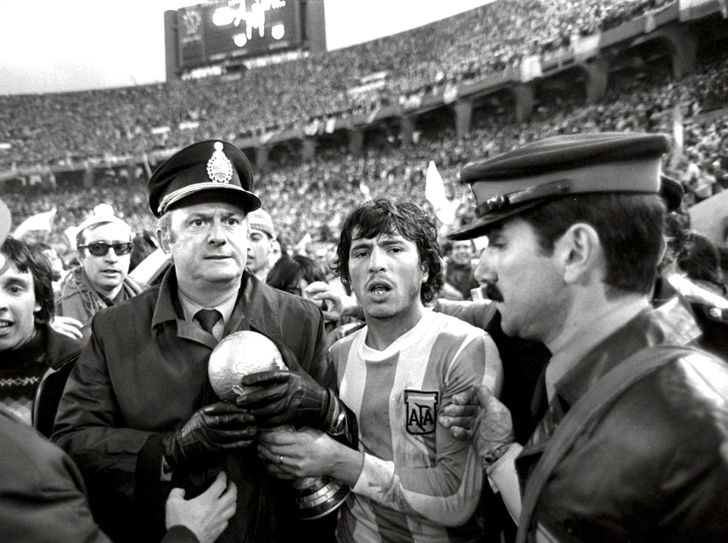 Two senior Argentinian military officers with the Argentine football captain after the 1978 final. -- Photo Channel 4