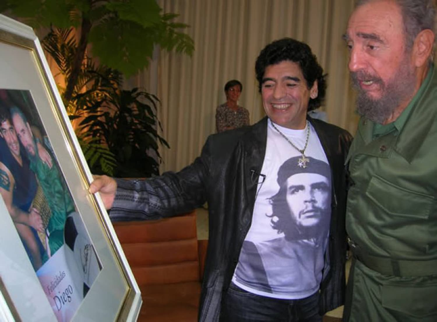 Argentine football star Maradona with communist Cuban leader Fidel Castro. -- Photo: La Nicion
