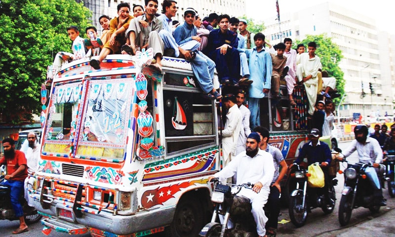 Karachi needs 8,000 new buses to ease transport woes, CM told