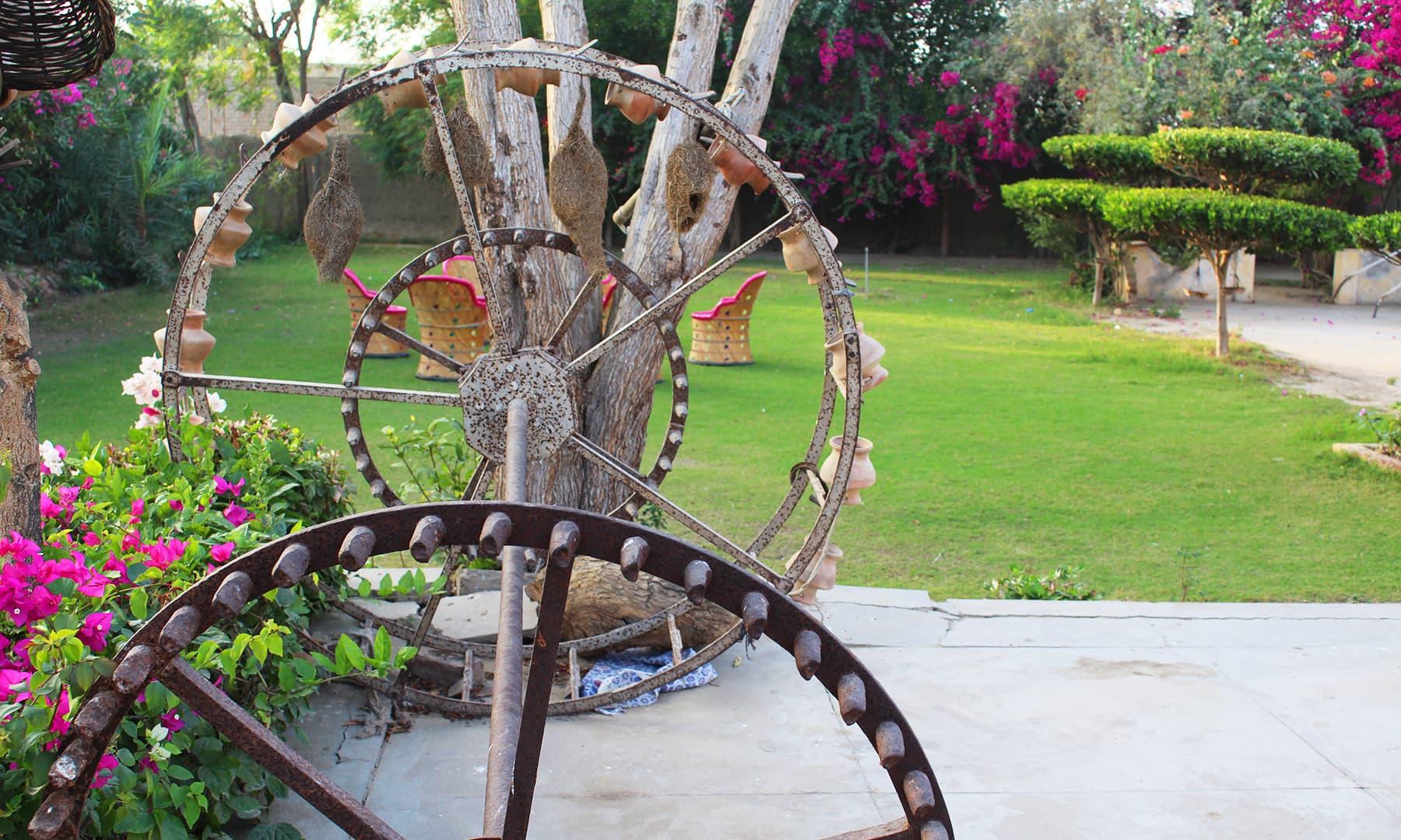 کنواں چلانے کی چرخی — تصویر اختر حفیظ