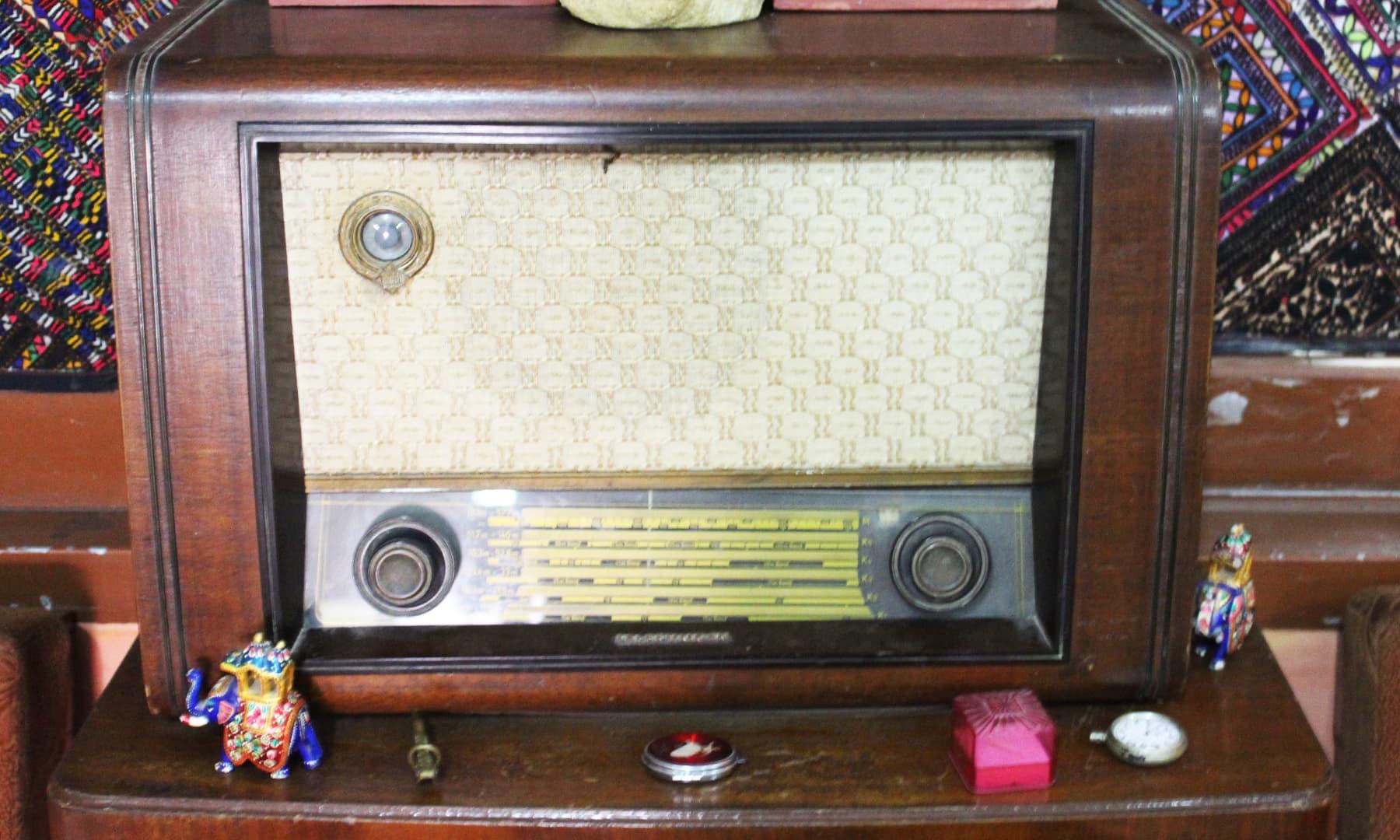 اوائل دور کا ریڈیو — تصویر اختر حفیظ