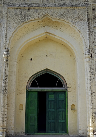 The door to the Rajgan Mosque prayer hall, rooms attached to the mosque which were once used by seminary students | Tanveer Shehzad/White Star and Mohammed Niaz