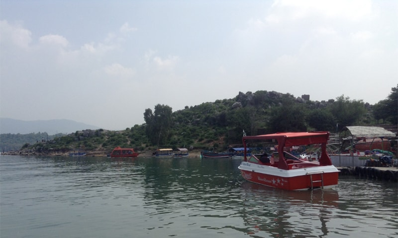 Boat ride for recreation | Tanveer Shehzad/White Star and Mohammed Niaz