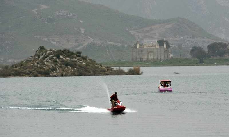 Water-sports on Khanpur Lake | Tanveer Shehzad/White Star and Mohammed Niaz
