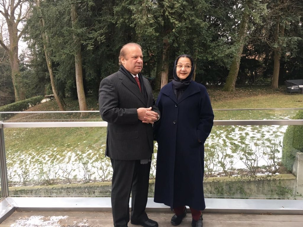 The Sharifs pose for a photograph together.─ Photo courtesy Maryam Nawaz official Twitter