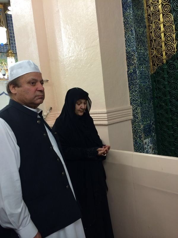 The Sharifs performing Umrah together. ─ Photo courtesy Maryam Nawaz official Twitter