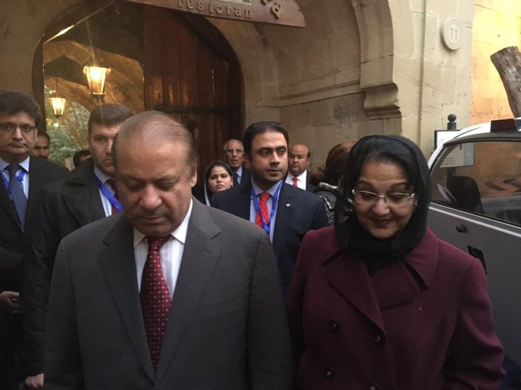 Nawaz Sharif and Kulsoom Nawaz outside a restaurant. ─ Photo courtesy Maryam Nawaz official Twitter