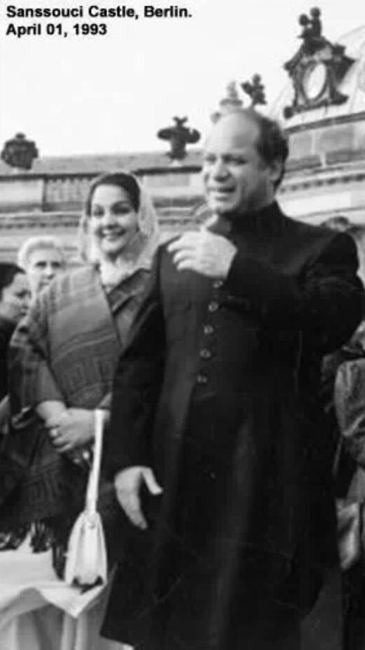 Nawaz Sharif and Kulsoom Nawaz in Berlin, 1993.─ Photo courtesy Maryam Nawaz official Twitter