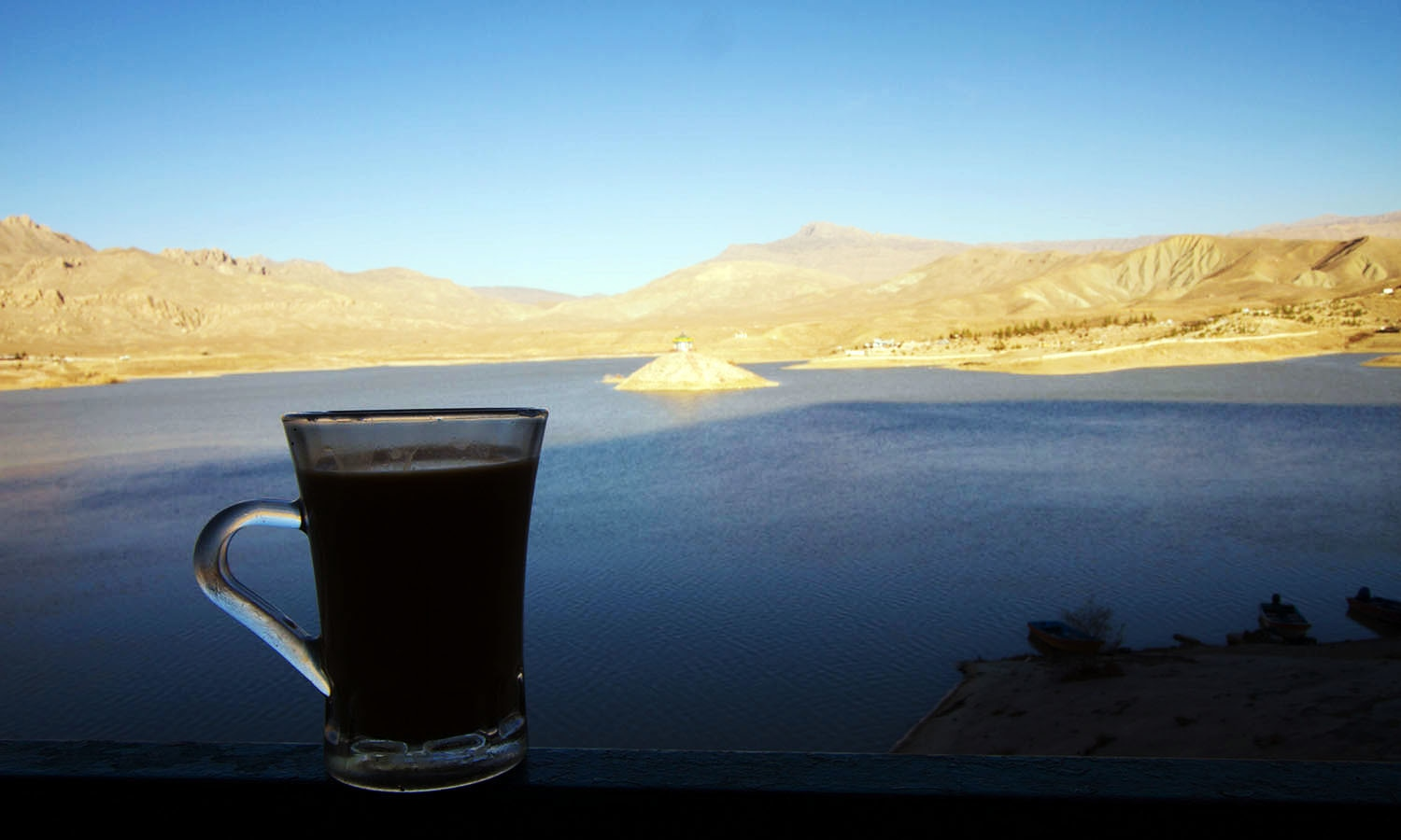 Chai by Hanna Lake in Quetta.─Photo by author