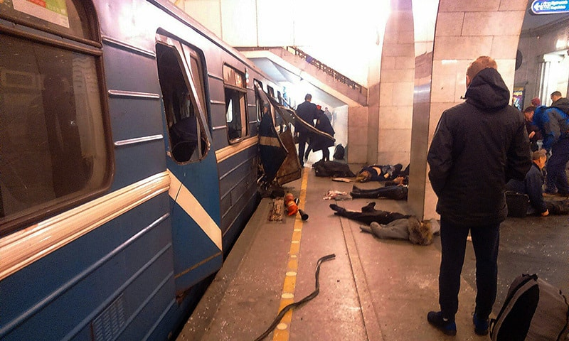Blast victims lie near a subway train hit by a explosion at the Tekhnologichesky Institut subway station in St.Petersburg. ─AP